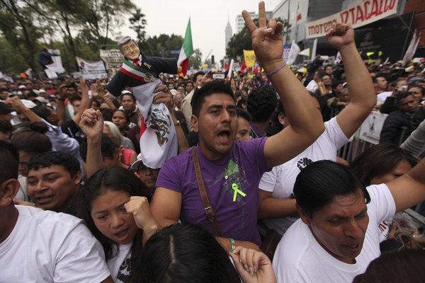 APphoto_Mexico Protest