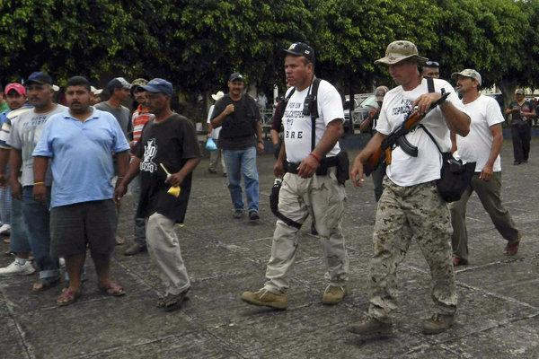 APphoto_Mexico Vigilantes